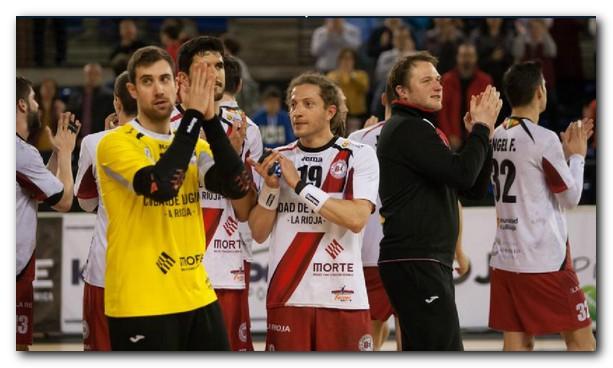 Los jugadores franjivino saludan a la afición tras ganar al Puerto Sagunto. Foto: Díaz Uriel