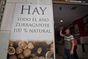 Foto de Justo Rodríguez. Entrada al bar Gil, que sirve zurracapote todo el año