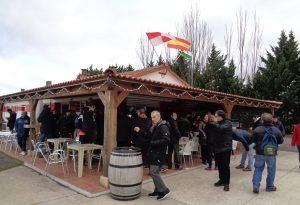 Un grupo de incondicionales, en el bar del Municipal de Varea